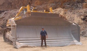 Komatsu D575A - самый большой бульдозер в мире