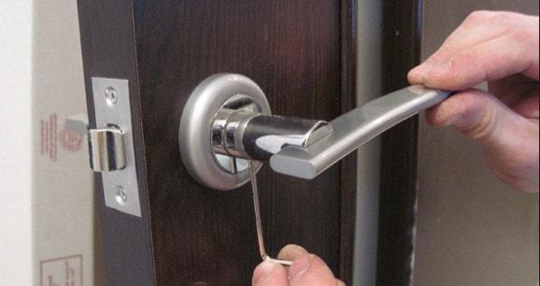 Смена замков дверных ручек