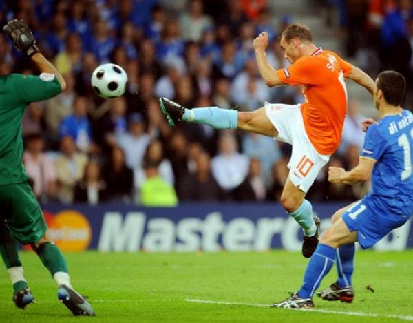 В Ирландии мужчина сыграл в футбол с ураганом