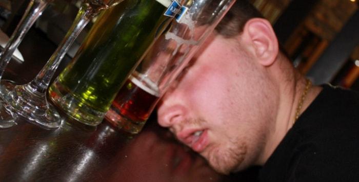 Почему от алкоголя краснеет лицо?