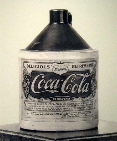 Первая Кока Кола продавалась в аптеках