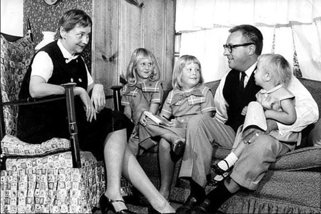 Рэй Брэдбери с женой и детьми